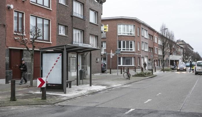 Bushokje Nieuwdreef staat er weer, maar nog geen bus in zicht (GVA)