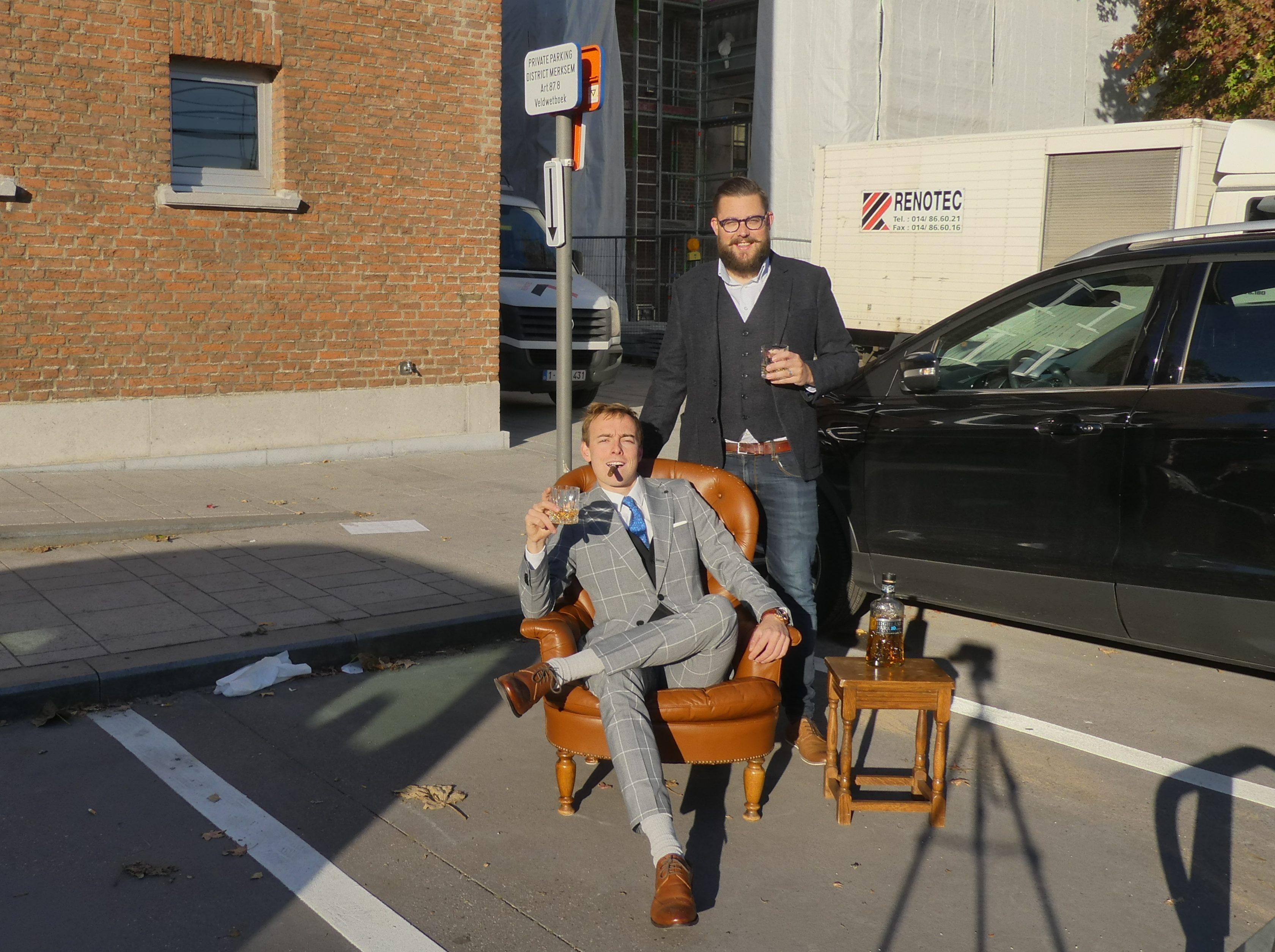 JONGCD&V Merksem kaapt voorbehouden parkeerplaatsen districtshuis